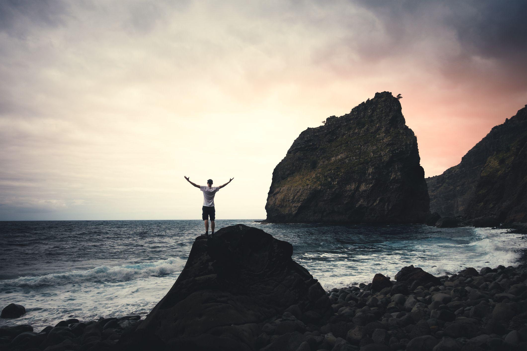 La pleine conscience réduit le stress et l'anxiété, entre autres avantages.