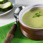 Soupe aux courgettes et aux algues pour contrôler le poids