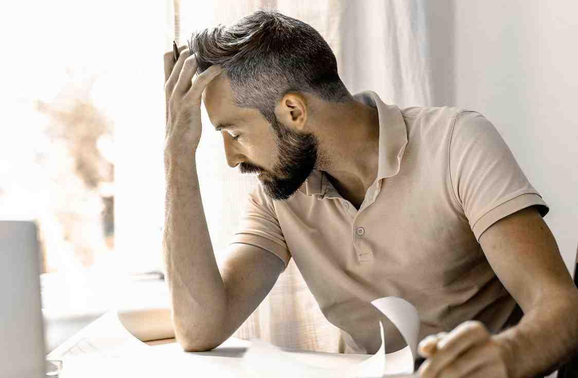 Quelle maladie provoque la chute de cheveux ?